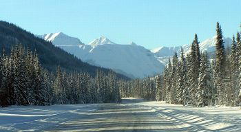 1024px-Muskwa_Mountains-Alaska_Highway