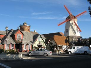 800px-Solvang,_California_-_panoramio