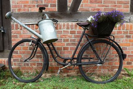 1024px-Bicycle_and_watering_can