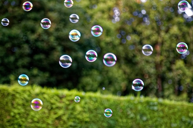 1024px-Bubble_machine_soap_bubbles_at_Staplefield,_West_Sussex,_England_04