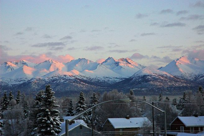 1024px-Chugach_Mountains_from_Anchorage_(1)