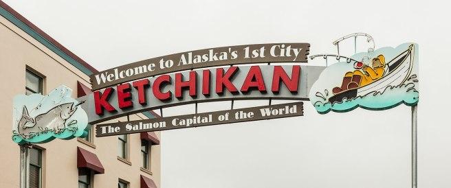 1280px-Cartel_de_bienvenida,_Ketchikan,_Alaska,_Estados_Unidos,_2017-08-16,_DD_55